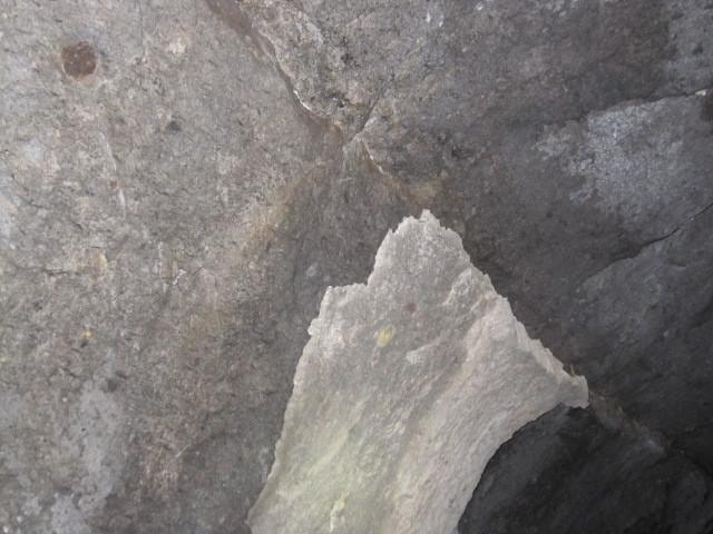 ペラッといきそうな岩盤.JPG